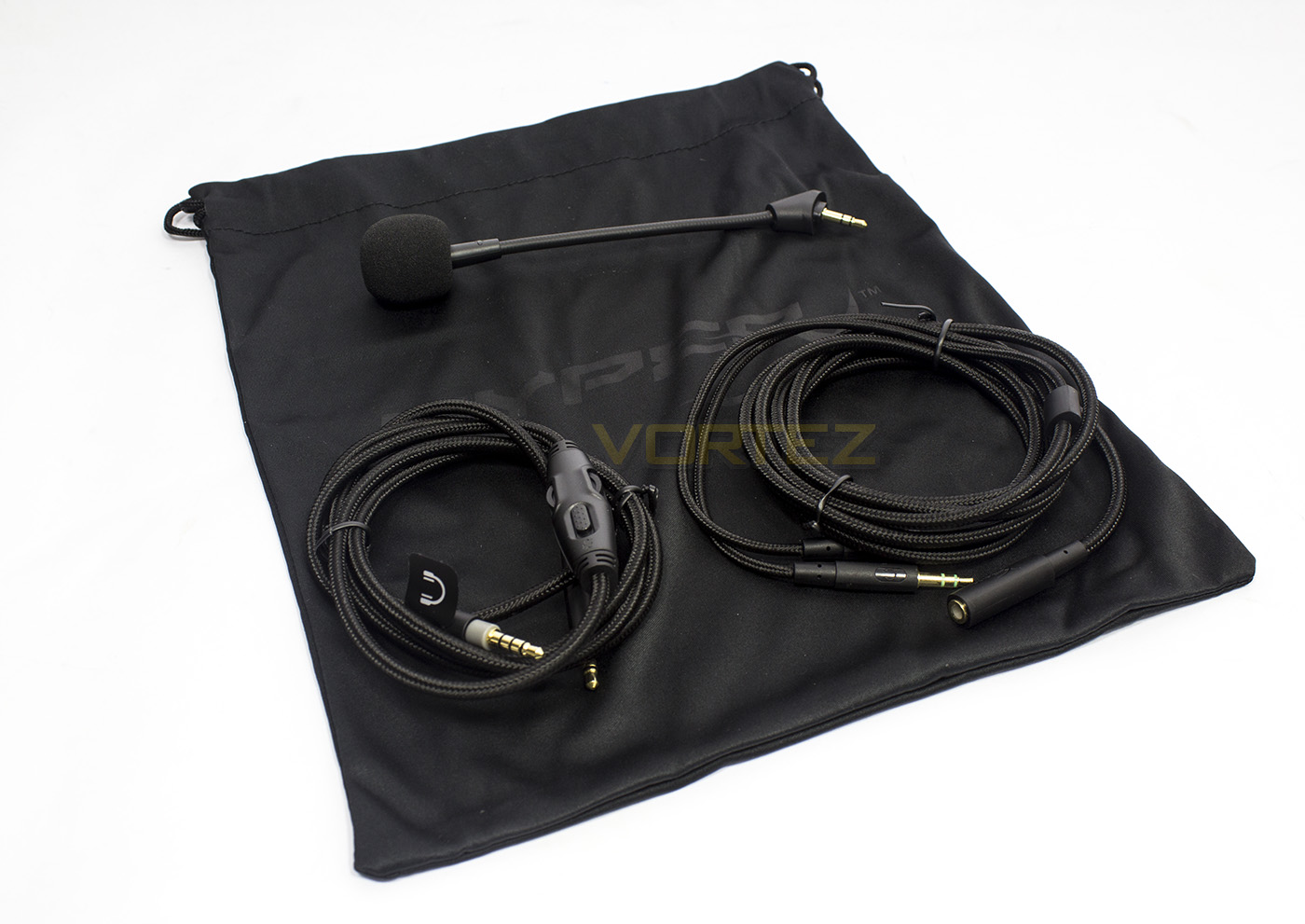 Hyperx Include A Whole Load Of Accessories Including 1 1m Braided Cable With Inline Remote And 4pole Connector 2m Audio Microphone Splitter Again