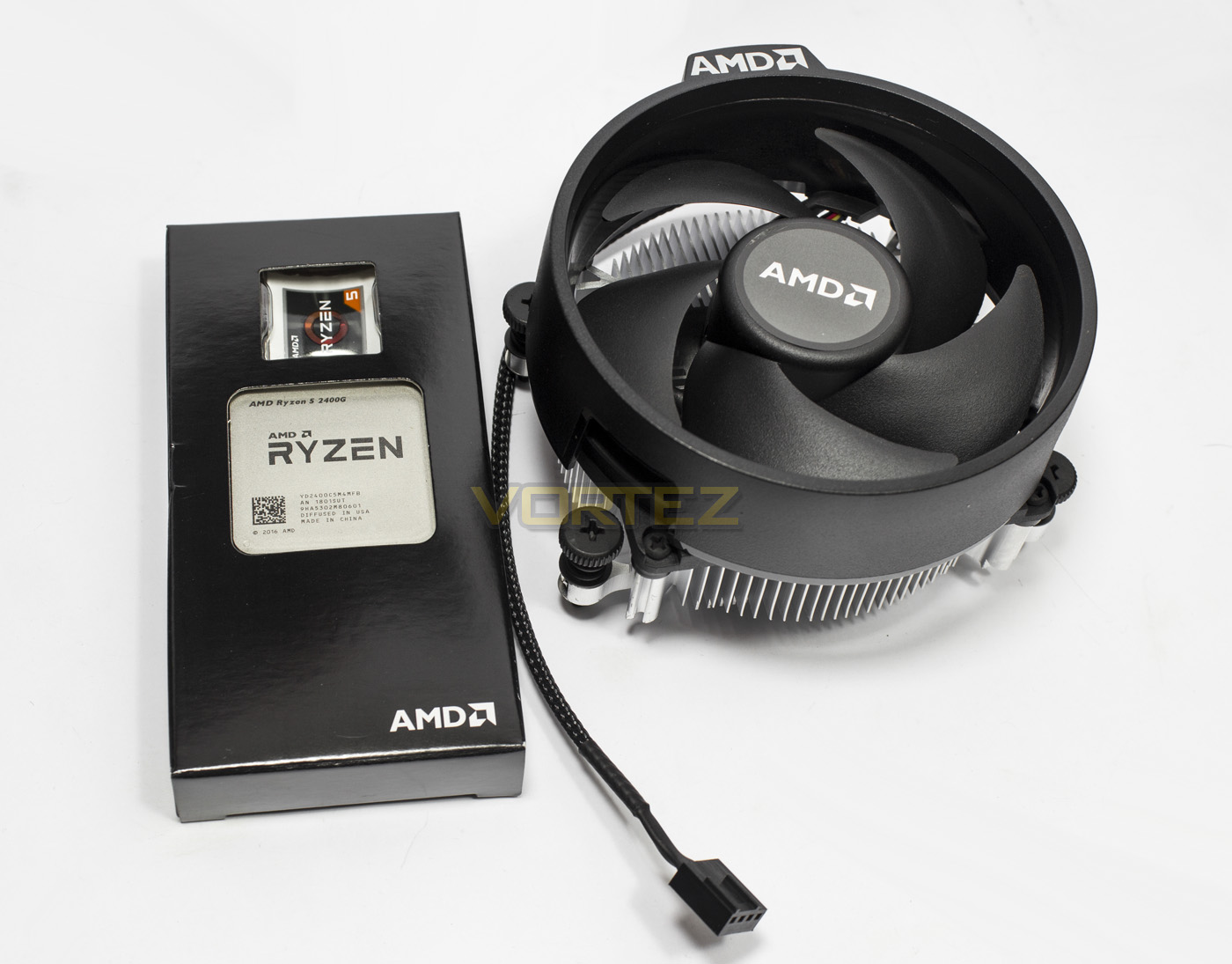 AMD RYZEN 3 2200G and RYZEN 5 2400G Review - Packaging & Product
