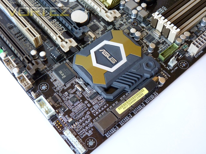 ASUS SABERTOOTH 990FX Review - Closer Look