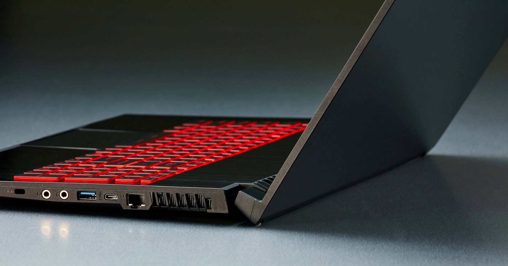 Msi Gf75 Thin Gaming Laptop Weighs Only 2 2kgs
